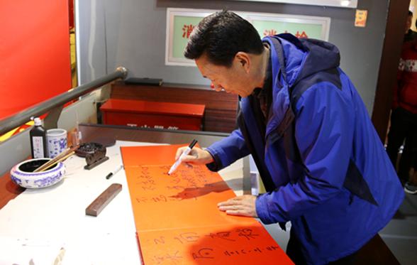 湖北生态工程职业技术学院组织师生参观红色档案史料展