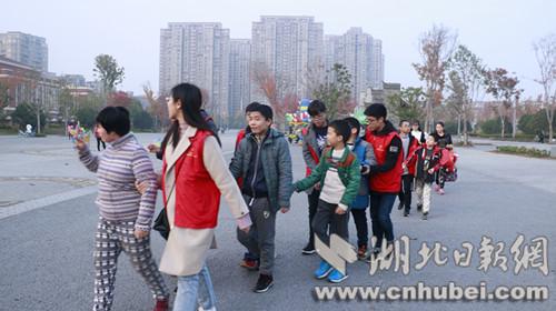 武汉轻工大学科教助残联盟献爱自闭症儿童志愿我先行